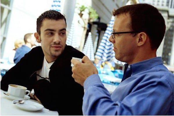 two-guys-talking-in-coffeeshop-600x399