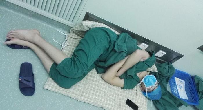 doctor-surgeon-hero-sleeping-hospital-floor-2-58e73277cfe05__700