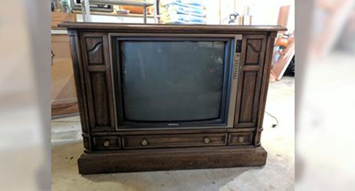 Woman finds old floor model tv at thrift store then for Floor model tv