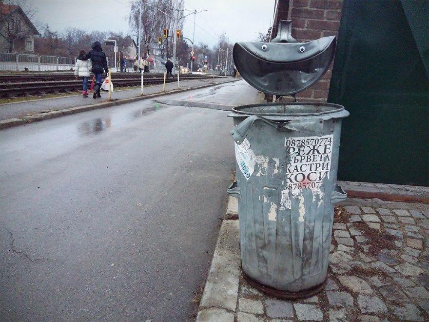 googly-eyebombing-street-art-bulgaria-13-592d231a80d77__880