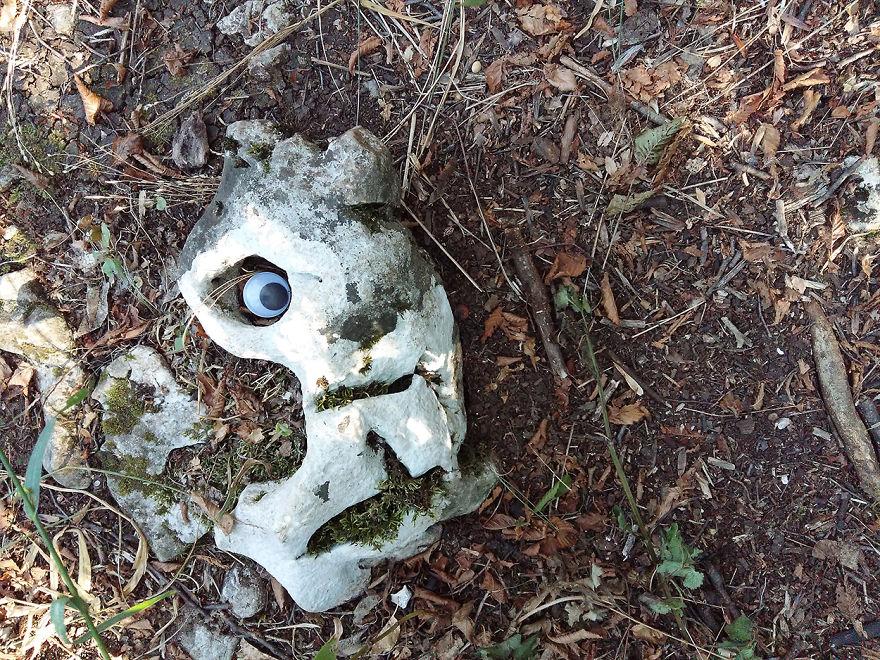 googly-eyebombing-street-art-bulgaria-16-592d2321cc6b9__880