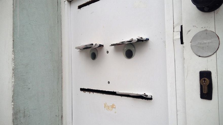 googly-eyebombing-street-art-bulgaria-28-592d23463d018__880
