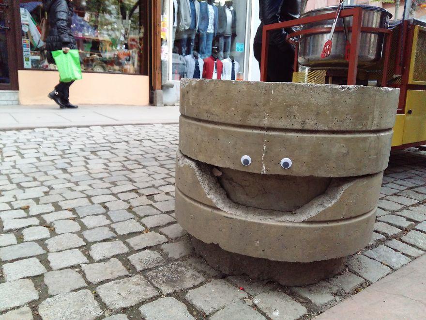 googly-eyebombing-street-art-bulgaria-6-592d22f037168__880