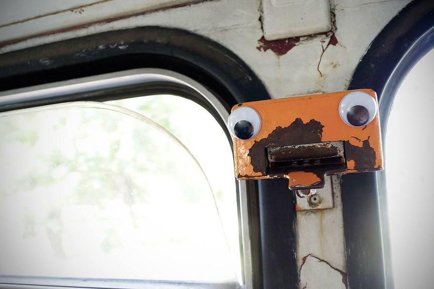 googly-eyebombing-street-art-bulgaria-75-592d24009cc63__880